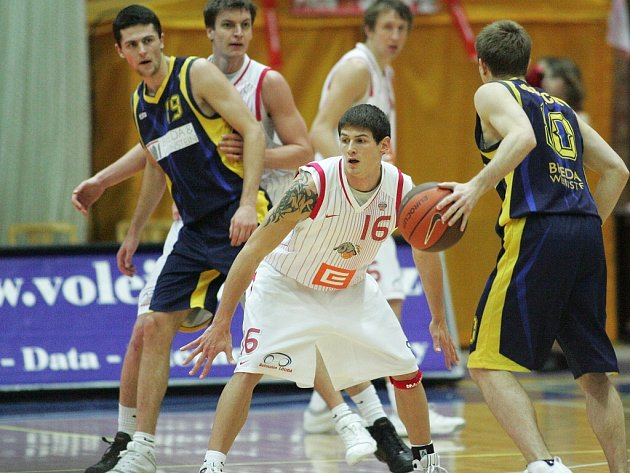 Z utkání Mattoni NBL Nymburk - Opava (91:60).
