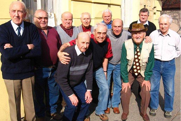 Vladislav Zumr oslavil se svými přáteli osmdesáté narozeniny