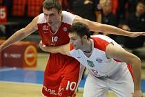 PAVEL HOUŠKA (vlevo) pomohl reprezentaci k postupu na mistrovství Evropy