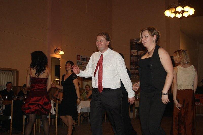 Ples čajovny v Dělnickém domě v Nymburce
