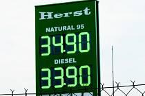 U některých čerpaček za poslední měsíc zlevnil benzin i nafta.