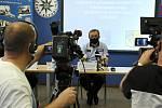 Nehodovost a kriminalitu v uplynulých měsících představilo na úterní tiskové konferenci vedení středočeská policie. Informovalo rovněž o dopadení trojice cizinců vykrádající domy za Prahou. Na snímku ředitel Václav Kučera.