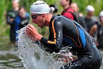 ČESKÝ POHÁR v olympijském triatlonu, který pořádal SKP Nymburk, se uskutečnil v Ostré. Závod byl netradiční tím, že borci startovali intervalově