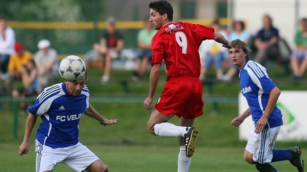 Ze zápasu fotbalové I.B třídy Slovan Lysá - Velim B (4:2)
