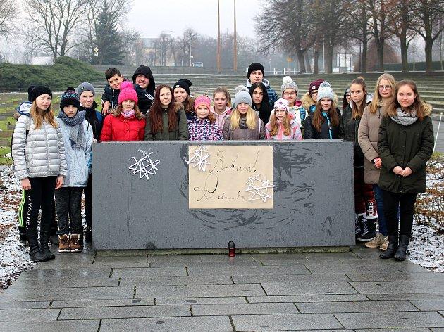 Děti z Milovic v Terezíně.