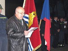 V Kostelní Lhotě slavnostně odhalili pamětní desku stoleté lipové aleji.