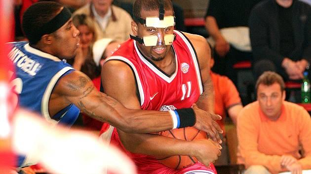 Se speciální maskou musel kvůli zlomenému nosu nastoupit nymburský Washington.