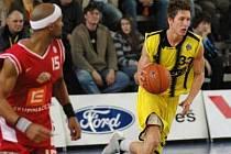Okresní basketbalové derby Sadská - Nymburk (74:87)