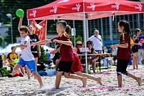 Mladí házenkáři Poděbrad si zahráli plážovou házenou
