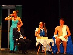 Domácí divadelní spolek Klicpera zahájil divadelní přehlídku v Sadské.