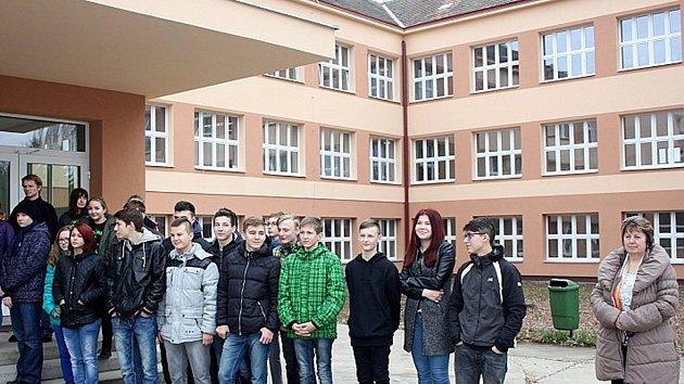 Školáci z Městce na starších snímcích po dokončení zateplení budovy školy. Nyní vymýšlí, co dalšího ve škole zlepšit.