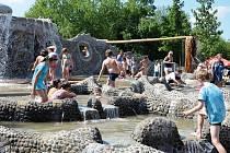 Vodní svět v podobě unikátního venkovního komplexu si mohly ve zkušebním provozu vyzkoušet tisíce dětí.