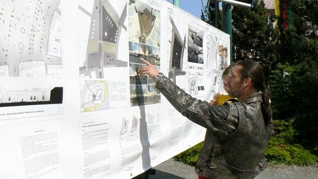 Všechny projekty jsou vystavené přímo na náměstí Přemyslovců
