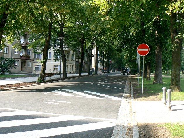 JEDNOSMĚRNÁ ulice na náměstí TGM je připravená k parkování.