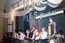 Ples zdravotníků z roku 1980, na kterém TOMK hrál.