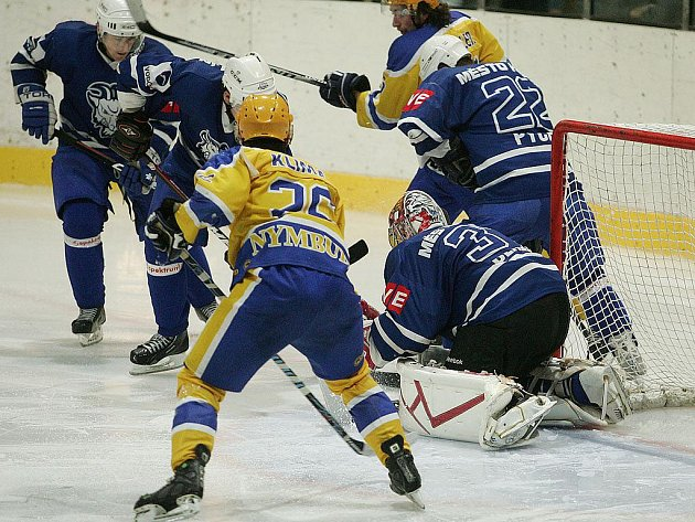Z hokejového derby druhé ligy Kolín - Nymburk (4:1)