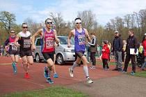 ČTYŘI STOVKY závodníků všech věkových kategorií se zúčastnily Běhu Lipovou alejí v Nymburce.