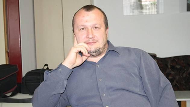 Stanislav Haláček v redakci Nymburského deníku.