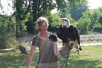Na příměstském táboře v DDM Symfonie v Poděbradech s děti seznámily zblízka s dravými ptáky.
