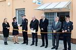 V Lysé nad Labem otevřeli opravenou budovu, kde budou společně sídlit strážníci i státní policisté.