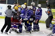 Z hokejového derby druhé ligy Nymburk - Kolín (5:6)