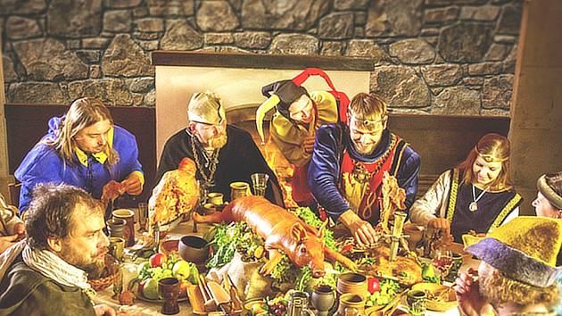Ukázka pravé královské hostiny.