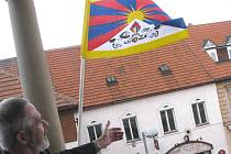 V Poděbradech vyvěsil sám starosta Ďurčanský tibetskou vlajku