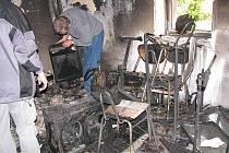 Při požáru v kulturním domě shořely muzikantům nástroje