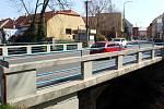 Mostek přes Malé Valy, který se stejně jako ten za ním přes Velké Valy začne v týdnu opravovat.