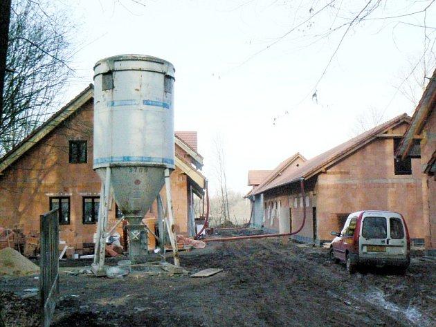 Hrubě stavby stanice pro zvířata na Huslíku jsou hotové