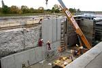 Důvodem snížení hladiny Labe a zřejmě zastavení přívozu budou opravy v kostomláteckém zdymadle.