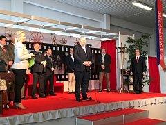 Za účasti statutárního zástupce hejtmanky Miloše Petery (u mikrofonu) dnes začala v Lysé nad Labem výstava Jarní zemědělec 2018.