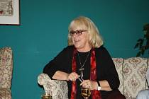 Výtvarnice Iva Huttnerová v nymburském Hálkově divadle uvedla svou výstavu