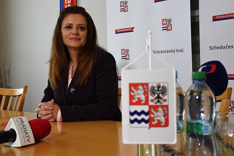 Hejtmanka Jaroslava Pokorná Jernamová oznámila, že její hnutí ANO požaduje po partnerech ze STAN odchod dvou jejich členů krajské rady: Martina Macháčka a Věslava Michalika.