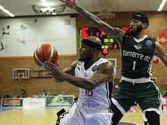 Z basketbalového utkání Ligy mistrů Nymburk - Nanterre (72:81)