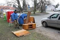 Na Rejdišti se objevil nábytek.