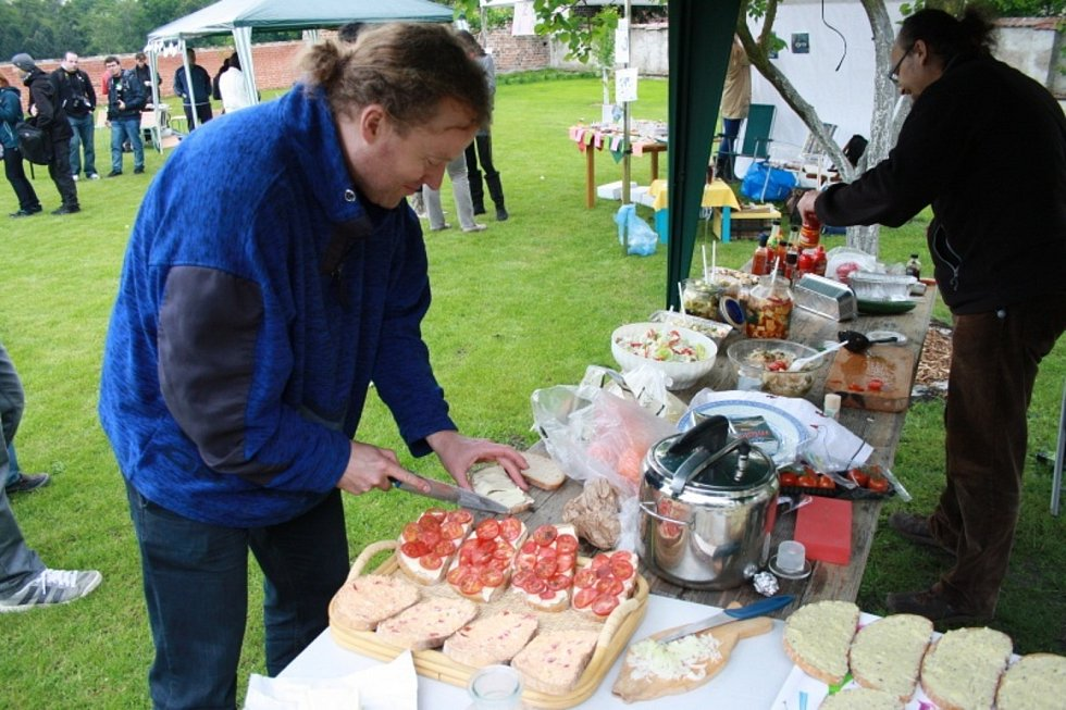 Na farní zahradě se v minulosti konalo několikrát setkání amatérských kulinářů a ochutnávačů Restaurant Day.