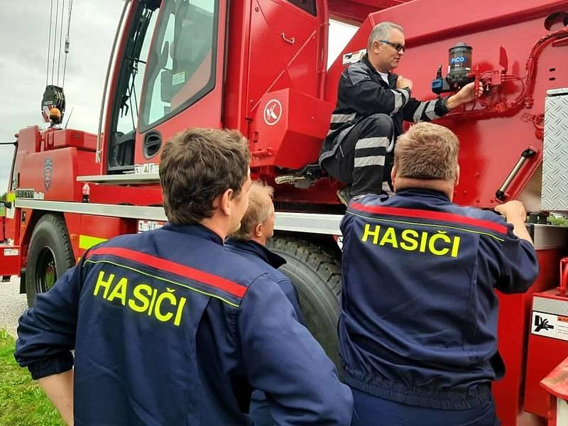 Drážní hasiči z Nymburka pomohli zachránit zraněného psa v kolejišti. Ilustrační foto.