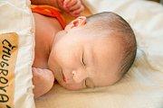 SIMONA ČMUGROVÁ se narodila 26. listopadu 2018 ve 12.15 hodin s délkou 49 cm a váhou 3 500g. Maminka Jarmila a tatínek Lukáš z Lysé nad Labem se na prvorozenou holčičku předem těšili.