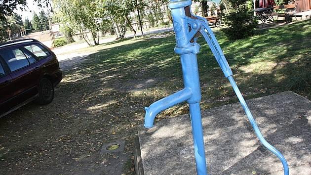 Lidem bude muset ještě nějaký čas stačit voda ze studny.