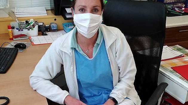 Kateřina Papoušková je staniční sestrou na infekčním oddělení, které vzniklo kvůli koronavirové pandemii v nymburské nemocnici.