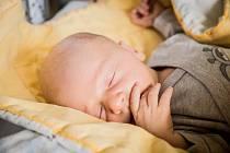 Jakub Pokorný, Nymburk. Narodil se 8. července 2019 v 16.46 hodin, vážil 3 290g a měřil 49 cm. Těšili se na něj rodiče Anna a Tomáš.