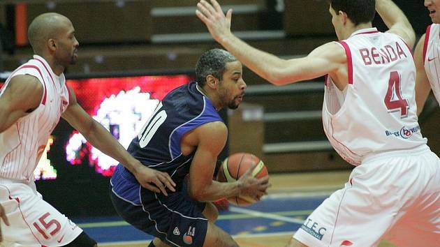 Z basketbalového utkání Mattoni NBL Nymburk - Kolín (99:64)