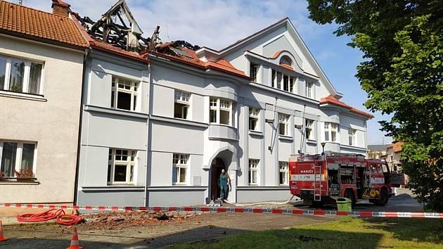 Požár městského domu v Lysé nad Labem.
