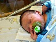 DOMINIKU, NIKU, NIKU...Dominik SUCHÝ spatřil poprvé světlo světa 29. září 2015. Je prvním potomkem maminky Simony a tatínka Romana z Libice nad Cidlinou.  Chlapeček po narození vážil 2 850 gramů a měřil 49 centimetrů.