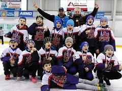 ZLATO. Hokejový potěr Poděbrad vyhrál turnaj v Ledči.