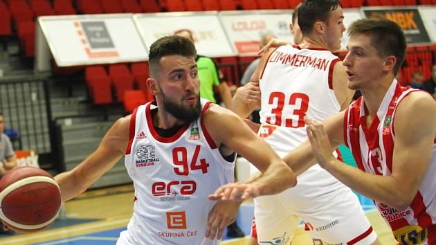 Z basketbalového utkání Kooperativa NBL Nymburk - Pardubice (105:59)
