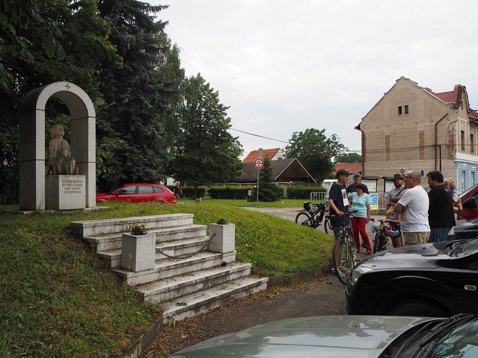 Komentované prohlídky Slavníkovského hradiště v Libici nad Cidlinou.