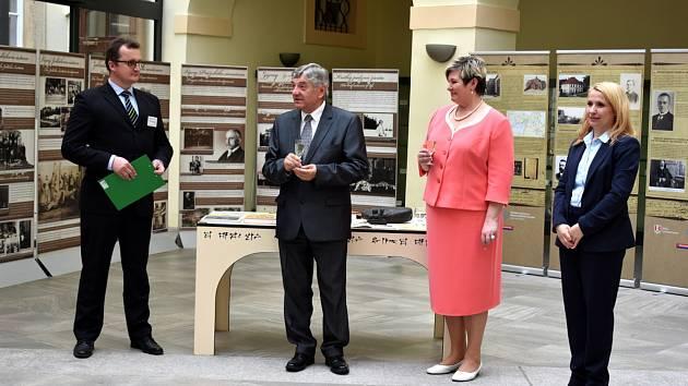 V Poslanecké sněmovně je otevřena výstava o dvou slavných rodácích z Lysé nad Labem.