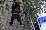 Čtyřiadvacetiletého muže zadrželi na sídlišti strážníci.